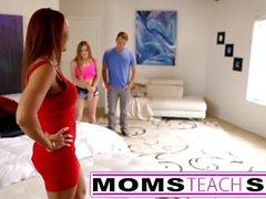 Schritt Mutter fickt Sohn in heißen Dreier Sex-Tape