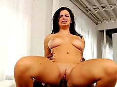 Busty babe Interacial pussylicked e forato