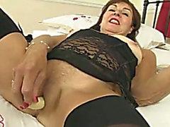 Tällä nurja vanhempi nainen kanssa millään hetkellä saamien väsynyt käyttää hänen Seksilelut