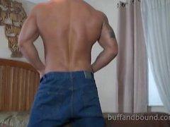 Gorgeous Muskel Aufbauhersteller Gebunden und die Kitzel - Mike Buffalari