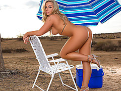 Voluptuous golden-haired sweetheart disrobes down on the beach