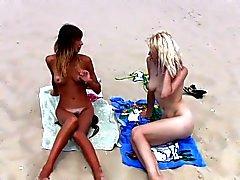 bellezze sulla spiaggia per nudisti
