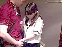 Taille petite lycéenne asiatique de barelylegal meulage