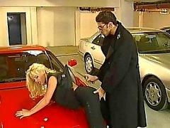 Actorporno a Kelly Trump y Sobre zenza Raggi Vergewaltigung En el garaje