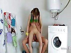 Sweet Beata meisje geneukt in de badkamer