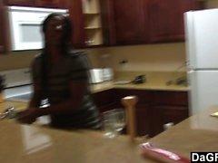 Amateur coppia di fottuta nera nella cucina