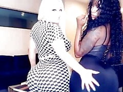 Tanya Lieder och några slumpmässiga Ebony visar på sin heta kropp