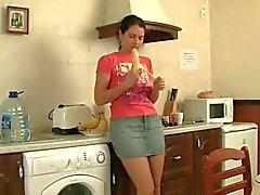 La sorella capellute divertente Inculata nel da cucina