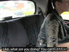 Magnifiques fucks d'amateur britanniques à fake en taxi