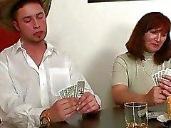 Einlieger spielt Strip Poker erhält dann Doppel ...