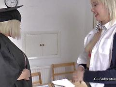 Ama Granny Lacey bastones a su alumna más joven antes de tener