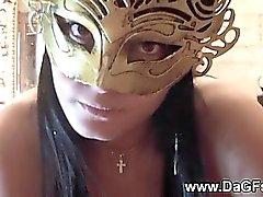 Großes Handjob von niedlich Mädchen in den französisch Maske