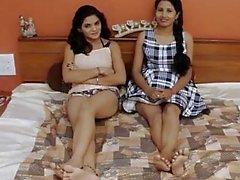 Akeli pyasi jawan bhabhi xxx desi lezbiyenler urdu kızlar hostel hikaye cazibe