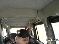 Брызги во такси вслед дергая