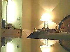 Ehefrau Michelle voyeured bloßem auf ihrem Bett