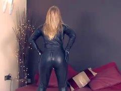 Combinaison moulante des cuir pour Maîtresse Sidonie