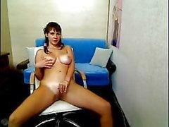 étudiant plantureuse très sinueuse exhibe des seins sur la webcam.