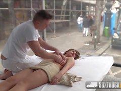 Ayda Swinger titty baisée en public