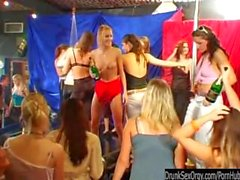 Schmutziges Girls ficke im gruppensex