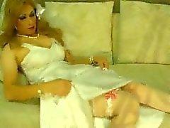 Jeniffer die Hochzeitskleid Selbstbefriedigung