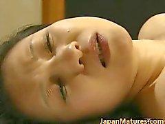 Japanischen reife Dame ist im nach irgendeinem heißem part2