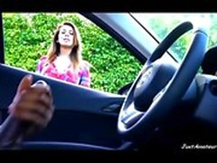 BBC dick Flash fille regardant black masturbant dans la voiture
