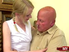 Hot Teen DP mit Creampie