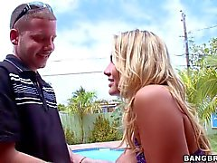 Big breasted Blond Alanah Rae es Sperma hungrig