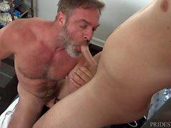 Peloso Papà ama il suo sudato giovane Jock