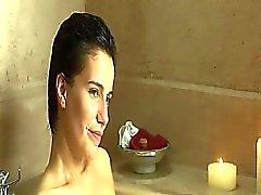 Zoe Felix desnudando os peitos em poucas cenas diferentes -