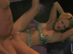 Jessika Drake bekommt ihrer engen Pussy eingehämmert