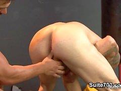 Hot Спортсмены трахают их плотные Buttholes в тренажерном