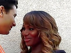 Ebony TS Chastity колотит дикого своего любовника