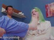 morveux Big-ass est puni et mis à sa place dans la salle de psych