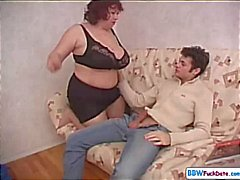 BBW mãe seduz o melhor amigo de seu filho e golpes e fode ele