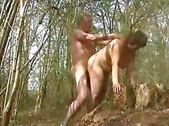 Mijn vrouw geneukt in het bos door een vreemdeling