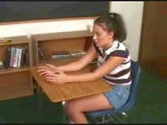 Enseignant lesbienne dominantes donne un cours godemichets