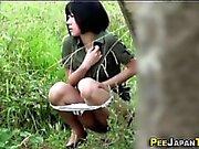 Spioniert auf asiatischen Pissen