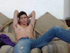 Сексуальный молодой латиноамериканец в веб-камерах