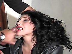 Ей нравятся бурным сексом