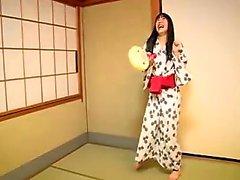 Japonês cuties tira fora seus equipamentos e expor seus adoráveis corpos