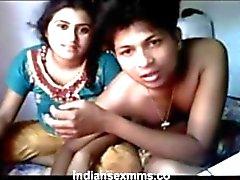 Sexe vidéo indienne de fille cornée avec cousin
