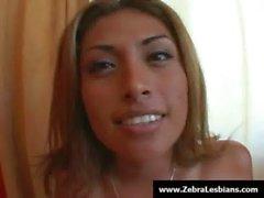 Zebra- Mädchen - Ebenholz lesbian babes genießen Sie tiefen riemen On-Fick 22.