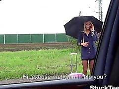 Hot teen hostess scopare nel una vettura