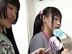 Beautiful de japanska Sluts att dominera en kille