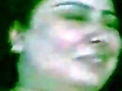 Paki Begum Zeba visar sin ångkokning muslimer Pakistan könsorganens