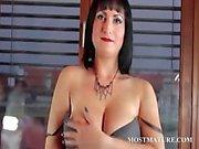 Puma Stripping mostra seus bens sensuais