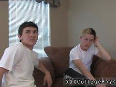 3D di giovane ragazzo di il sesso gay cellulare prima di Chris scrosta giù