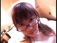 Provocerande Japanese nurse glasögon suger och knullar en IH