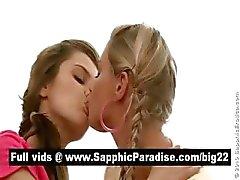 Verbluffende lesbos zoenen en likken tepels in een grote drie manier lesbo orgie